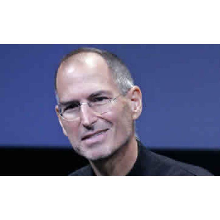 Steve Jobs renunció a la presidente ejecutiva de Apple